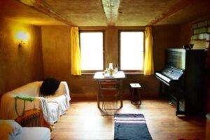 Zimmer mit Klavier